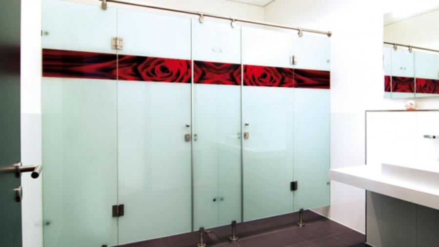 dusche aus glas oder kunststoff verschiedene design inspiration und. Black Bedroom Furniture Sets. Home Design Ideas